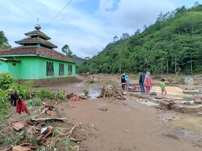 Pasca Banjir, Warga Pekon Umbar Butuh Bahan Makanan
