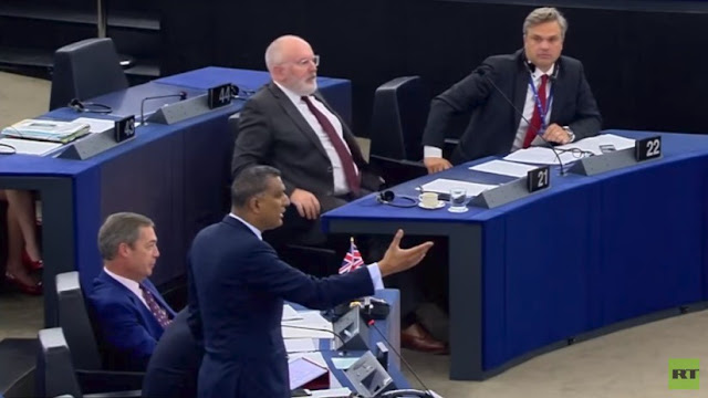 El líder conservador del Parlamento Europeo asegura que Hitler fue socialista y lo llaman idiota