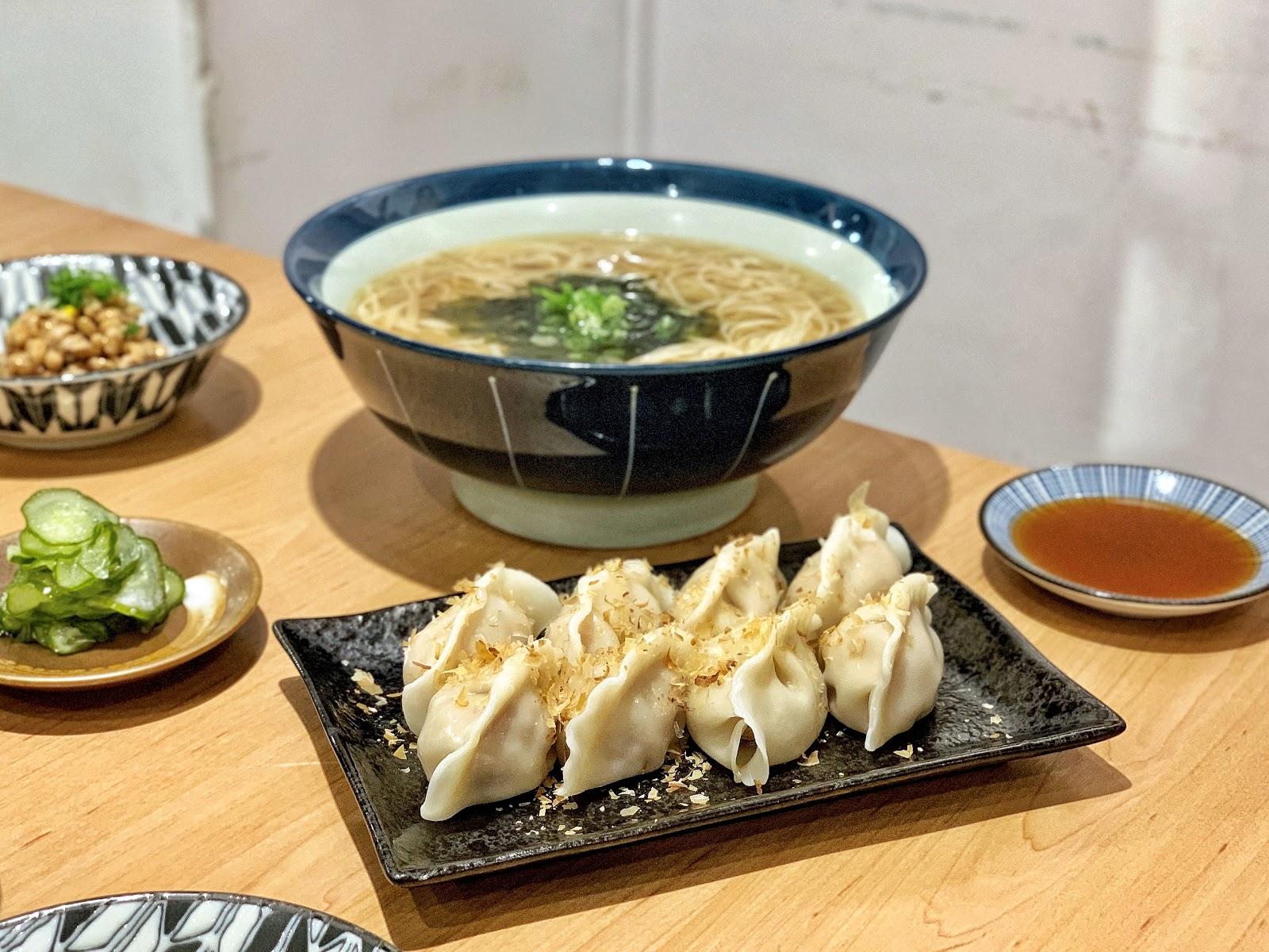 台南南區美食【胡攪蝦餃 金華店】男子湯麵餐