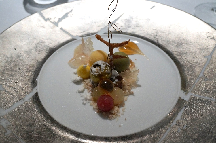 Euriental | dinner at the Fat Duck, Bray, by Heston Blumenthal. Botrytis Cinerea.