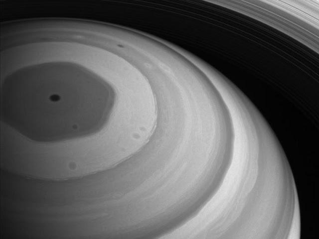 Hallan un segundo hexágono en la estratosfera de Saturno