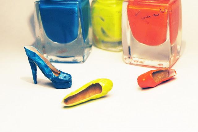 Neonowe szpilki, Neon high heels