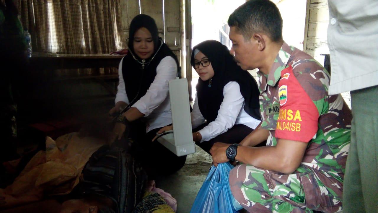 Babinsa 04/SB Kunjungi Warga yang Sedang Sakit