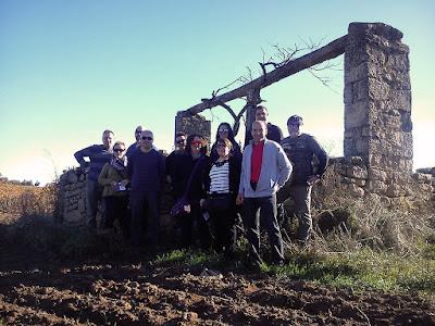 Las primeras cepas se plantaron en el año 1998. El 35% de la viña es de Garnacha Peluda.