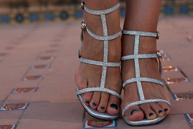 silver-metallic-block-heel-gladiator-sandals