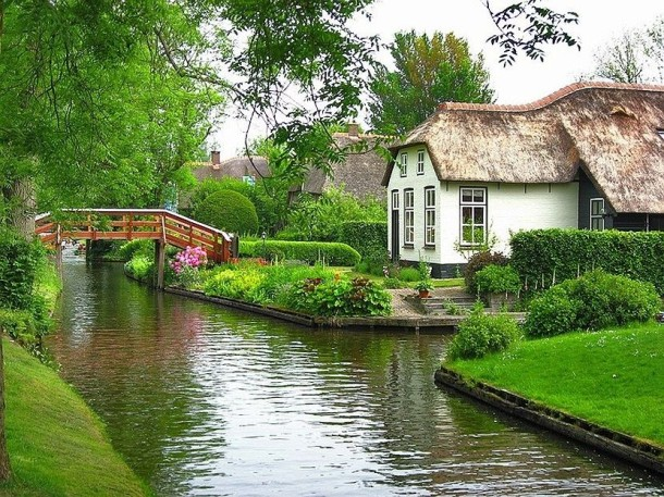 Laptop Travel: Giethoorn, Netherlands - Image 1 - Lounging at the Waldorf