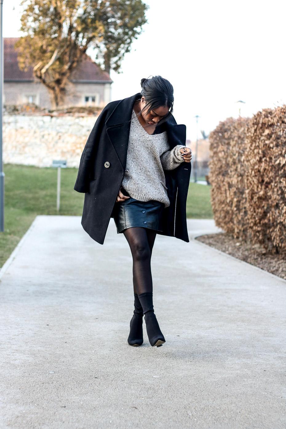 jupe-simili-cuir-body-en-dentelle-bottines-public-desire-blogueuse-mode