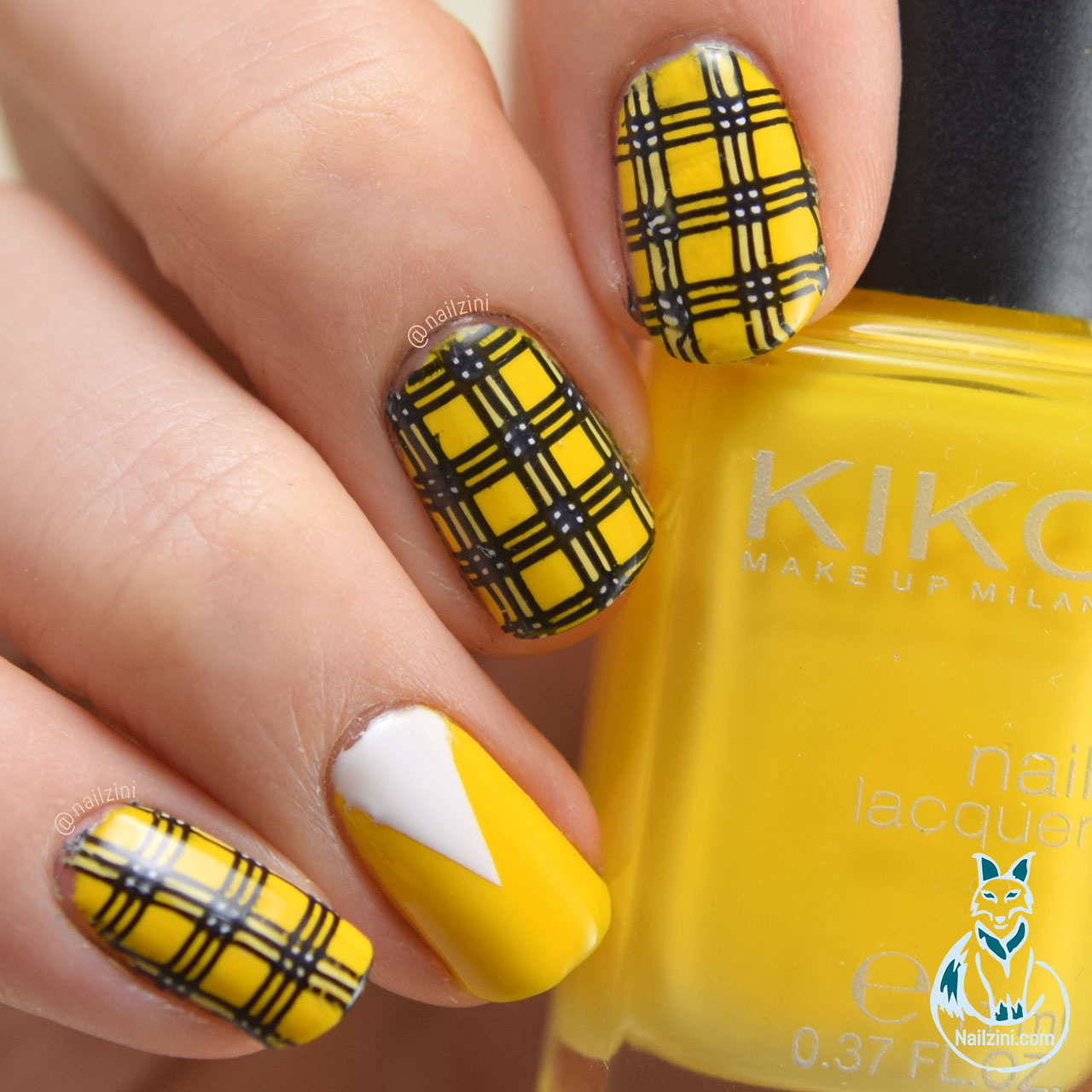 Clueless plaid Nail Art Nailzini