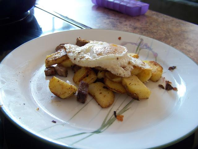Biksemad with egg