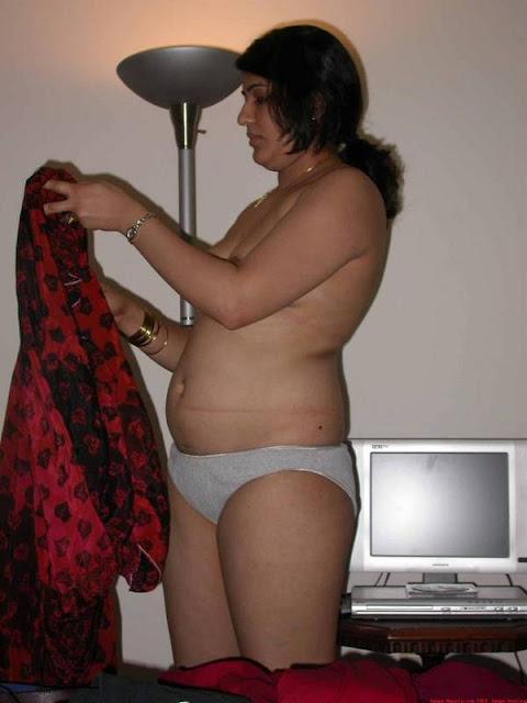 nude aunty,aunty take off sari
