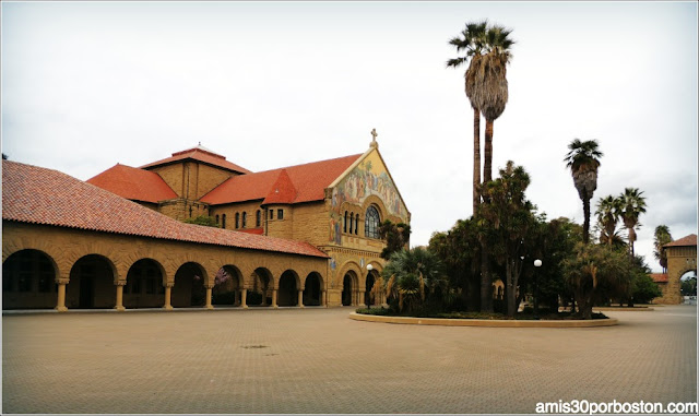 Universidad de Stanford Inner Quad Courtyard & Memorial Church