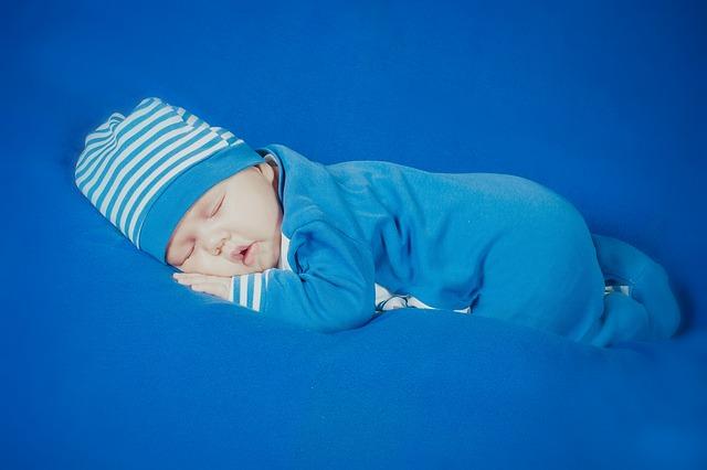 bahaya bayi tidur tengkurap, bayi tidur tengkurap, bayi tengkurap tidur, bayi tidur telungkup, bayi tidur, bayi imut, resiko bayi tidur telungkup