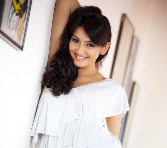 Scandals: Ragini Dwivedi Hot Pics In Western Dress