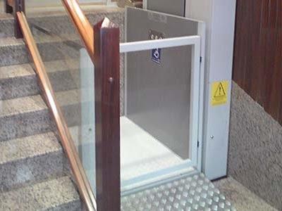 Elevador vertical salvaescaleras