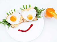 Первый знак в маркировке означает допустимый срок хранения:  «Д» обозначает диетическое яйцо, такие яйца реализуются в течение 7 дней «С» обозначает столовое яйцо, которое реализуется в течение 25 дней.  Второй знак в маркировке означает категорию яйца в зависимости от его веса:  «В» высшая категория — 75 г и более. «О» отборное яйцо — от 65 до 74,9 г; «1» первая категория — от 55 до 64,9 г; «2» вторая категория — от 45 до 54,