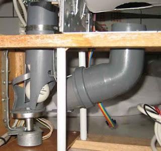 Червячный механизм подачи мячей изпластиковой трубы