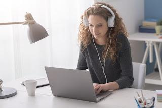 Musik Latar, Menggangu Memori Kerja Verbal dan Menurunkan Kreativitas Kinerja