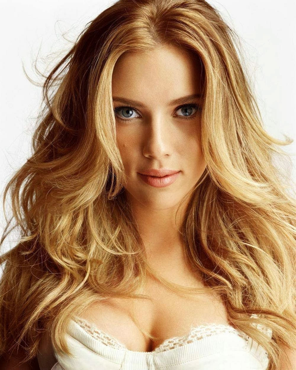scarlett johanssons curly hairstyles for long hair
