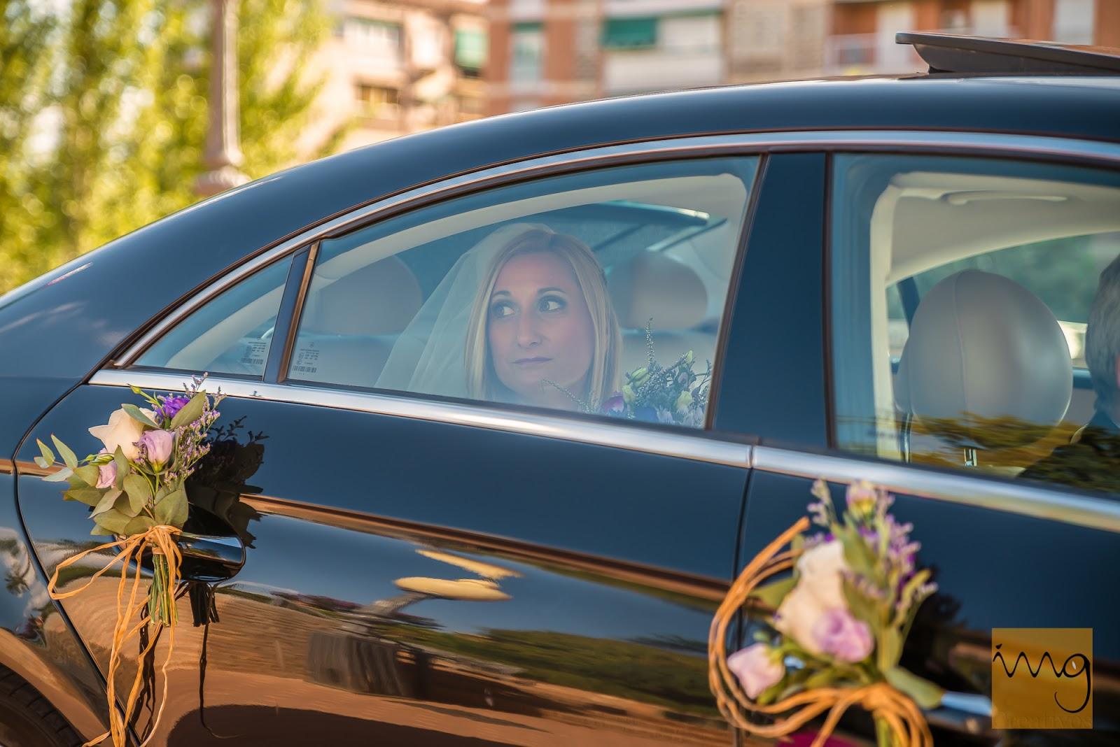 Fotografía de la llegada de la novia a la ceremonia