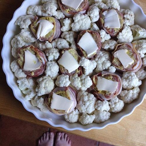 Schweinefilet im Baconmantel mit Blumenkohl und Bresso-Sauce aus dem Backofen