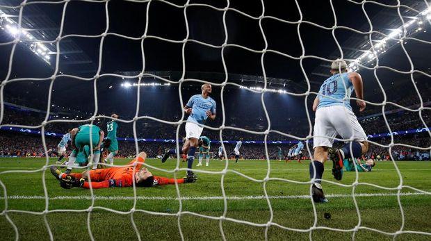 Man City Sempat Bahagia Di Detik 61 Karena Raheem Sterling membobol gawang Tottenham Hotspur