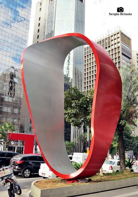 Close-up da Escultura de Tomie Ohtake - Avenida Paulista - São Paulo