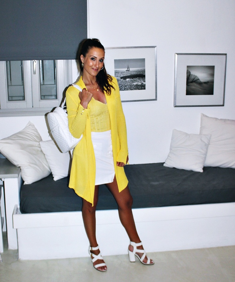 trendy white and yellow spring/summer vacation outfit looks and ideas