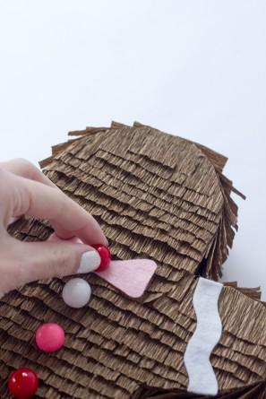 detalles de piñata con forma de galleta