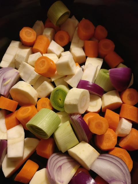 Suppengemüse für Hühnerbrühe im Crockpot