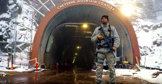 Mega-esconderijo a prova de tudo - por dentro da montanha mais segura do mundo