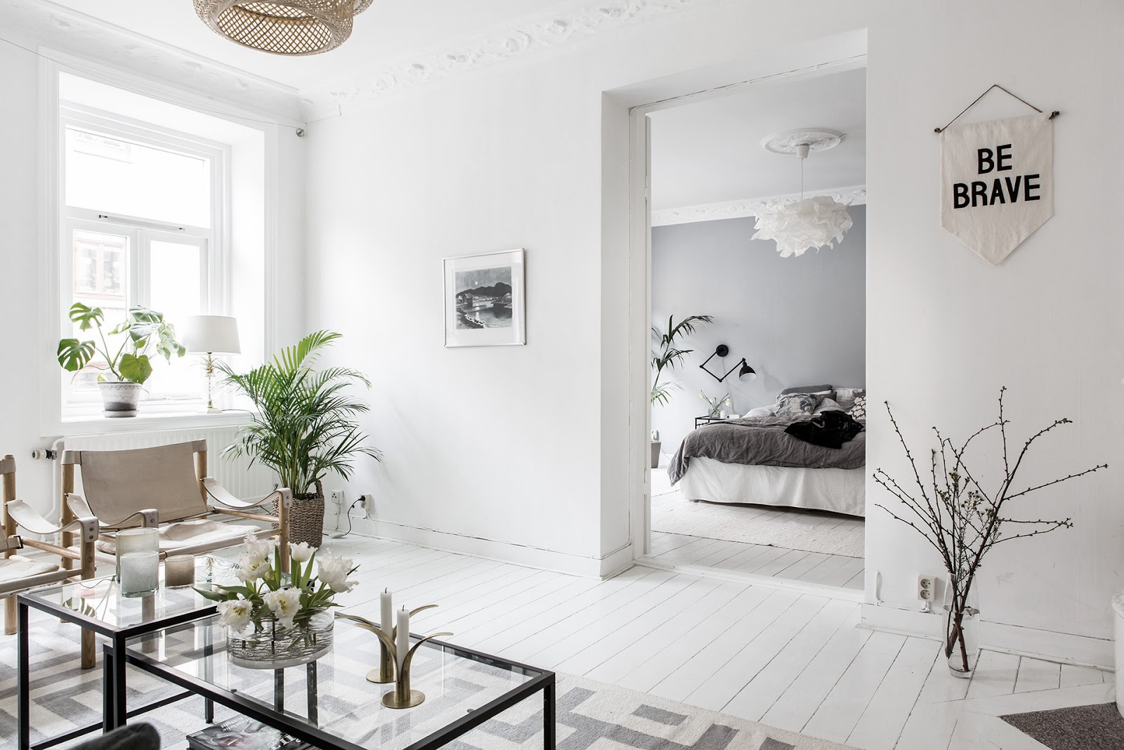 dormitorio, estilo nordico, parquet blanco, suelo madera, decoración nordica, cama, cuadro, salon