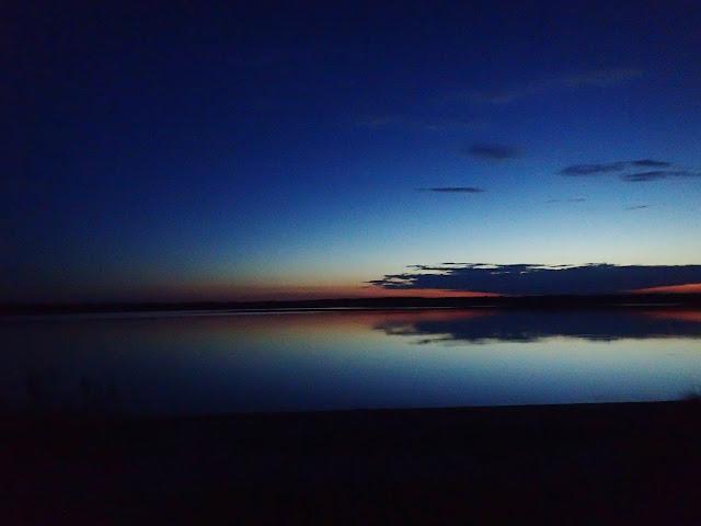 Jedno z ukraińskich jezior (Polesie) - słońce już w zasadzie zaszło