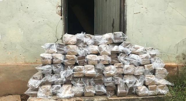 Droga foi encontrada dentro de casa após denúncias em Itajubá (MG) (Foto: Polícia Civil)