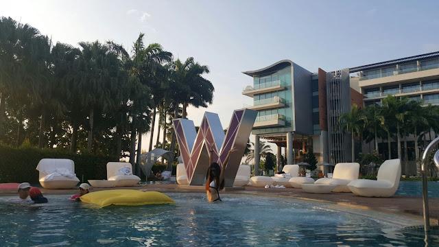 W hotel Sentosa, pool bar