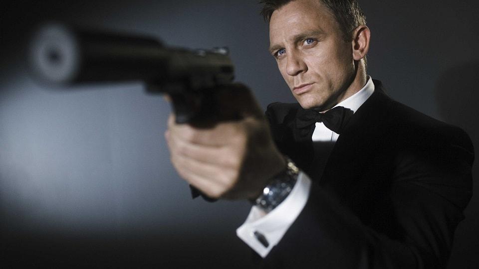 """25 фильм про Джеймса Бонда агента 007, Shatterhand, Верная рука, Крепкая рука, теракт в Париже, зловещая организация """"Союз"""", слепой гениальный преступник, путешествие на Корсику."""