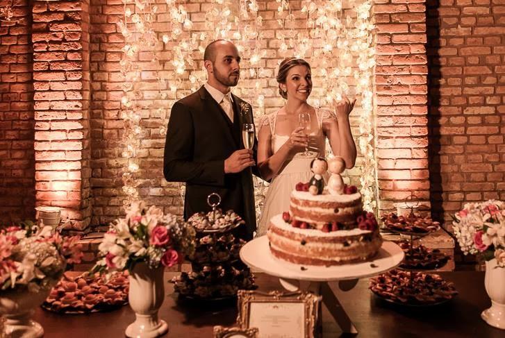 casamento-juliana-alisson-noivos-mesa-bolo