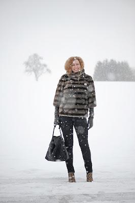 https://seaofteal.blogspot.de/2016/01/snowfall-fakefur-leo.html