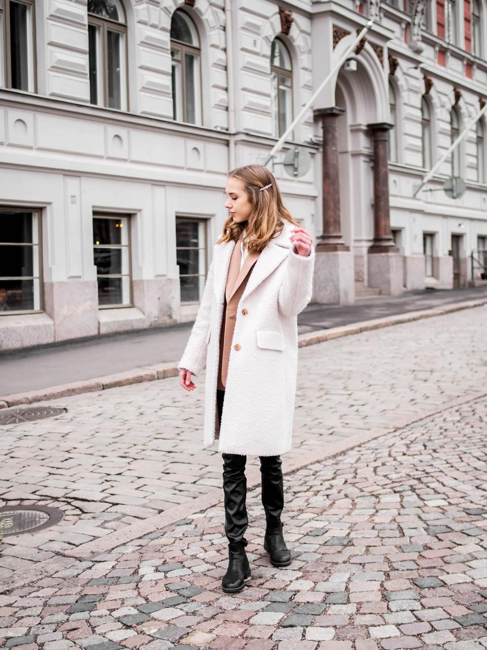 Winter outfit with teddy coat and faux leather leggings - Talvimuoti, teddy-takki, tekonahkaleggingsit