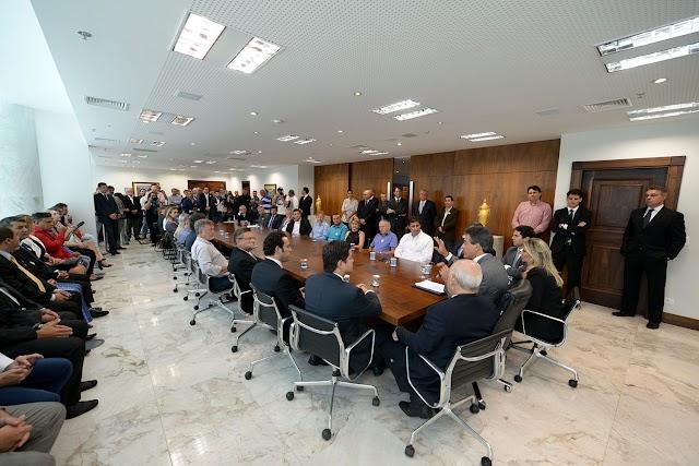 Governo do Paraná assina contratos para construção de 517 casas em 11 municípios