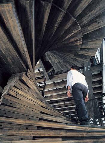 spiralne schody z desek