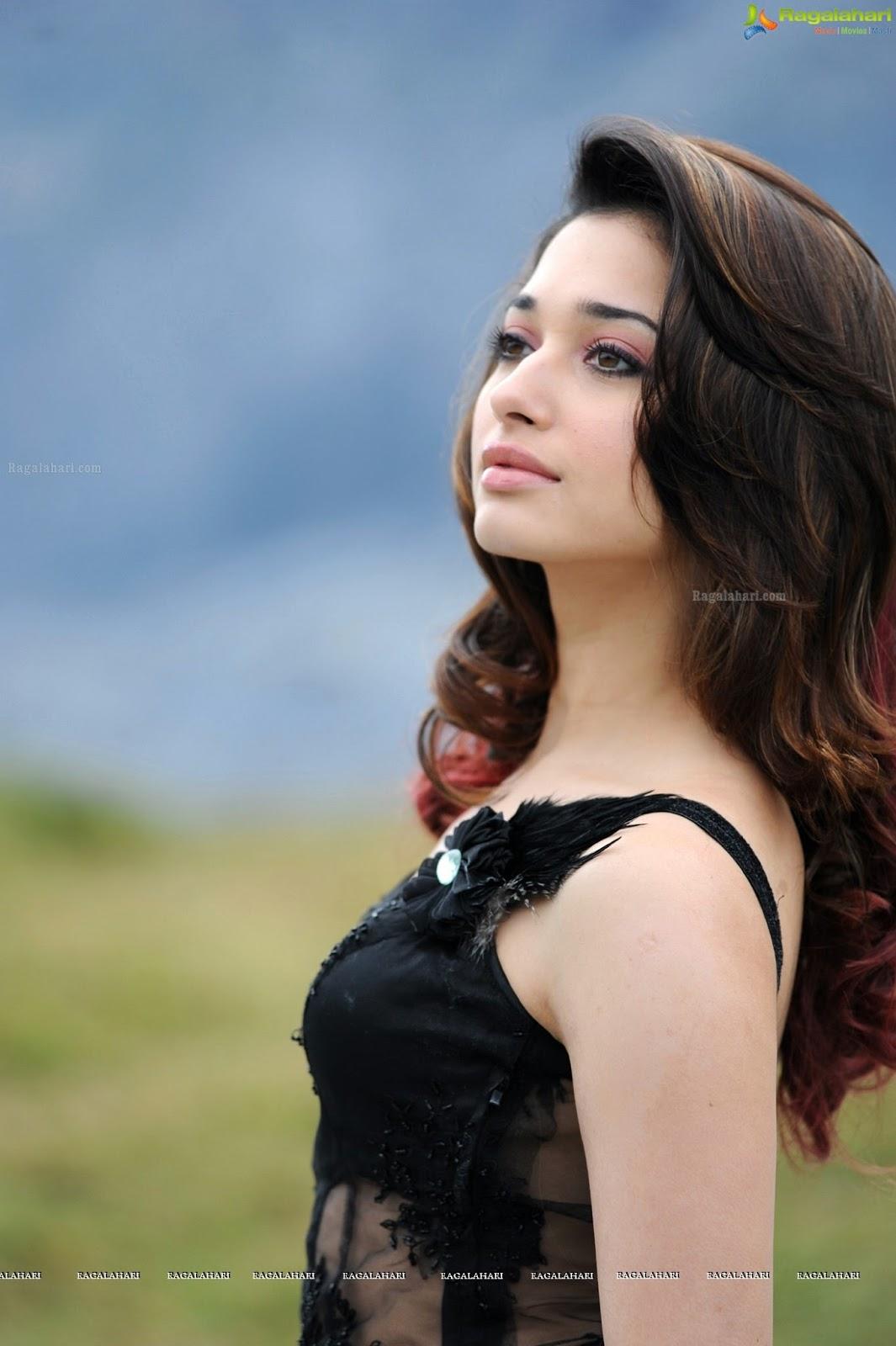 Tamanna Back: Navel Heroines: Tamanna Bhatia Cute,hot,wet Stills