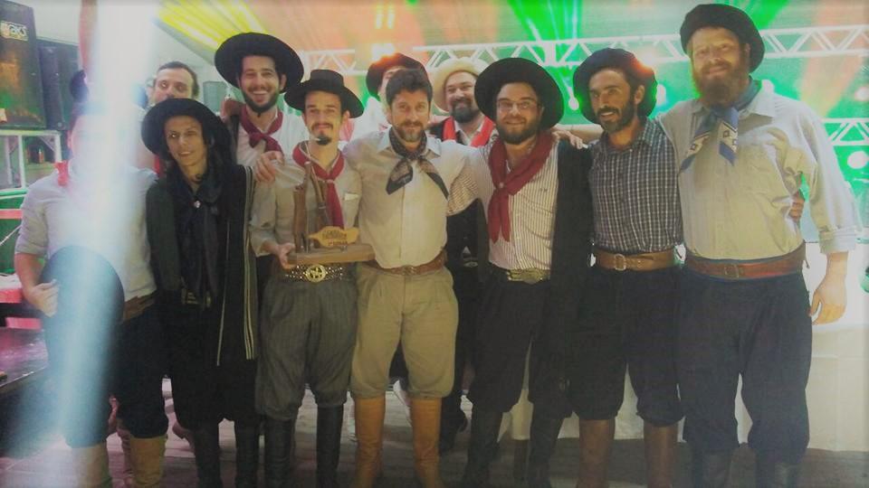 """A milonga """"Proseando"""" defendida pelo Quarteto Coração de Potro vence o 9º Canto Farroupilha"""