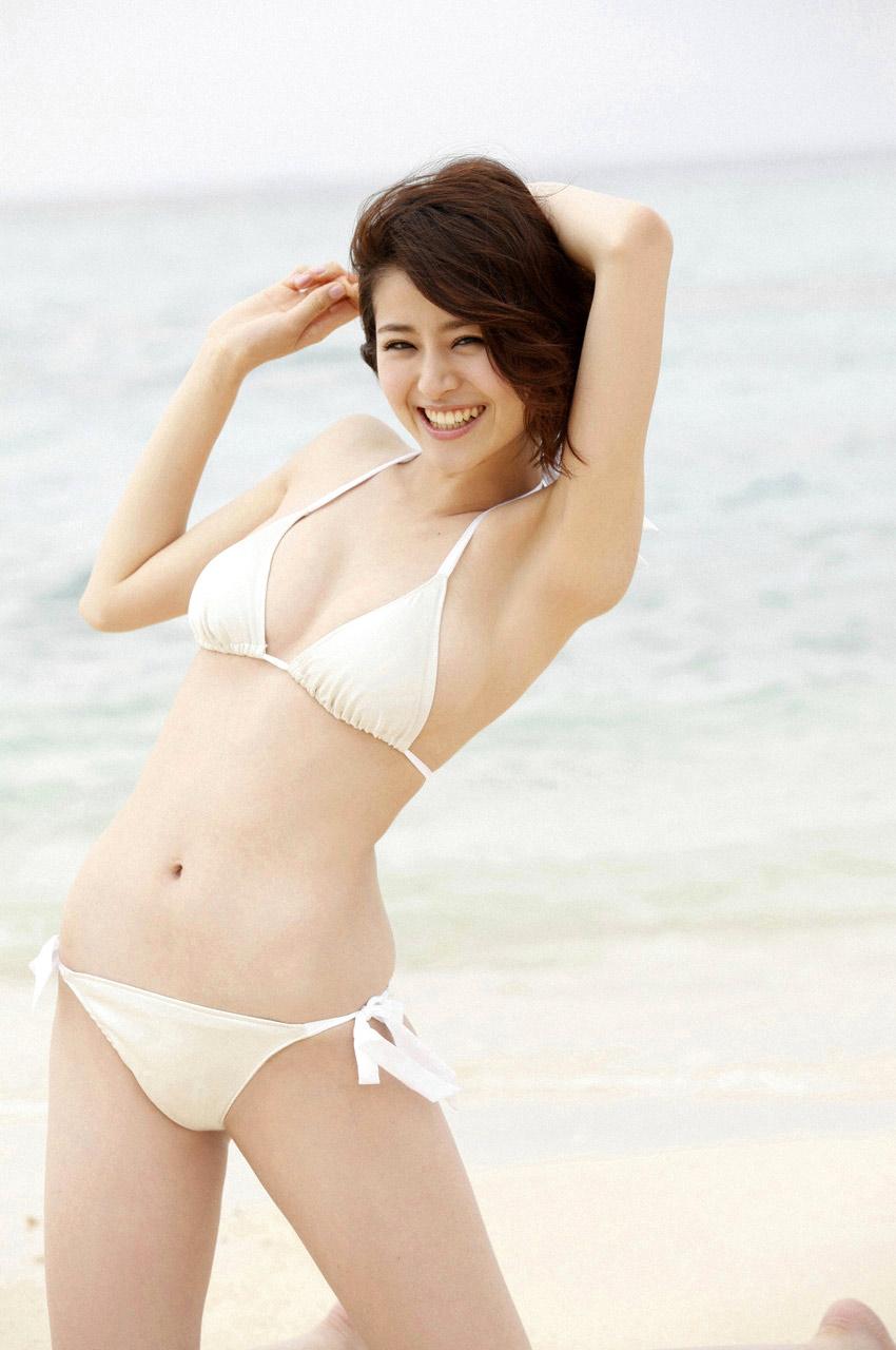 chinami suzuki sexy bikini pics 02