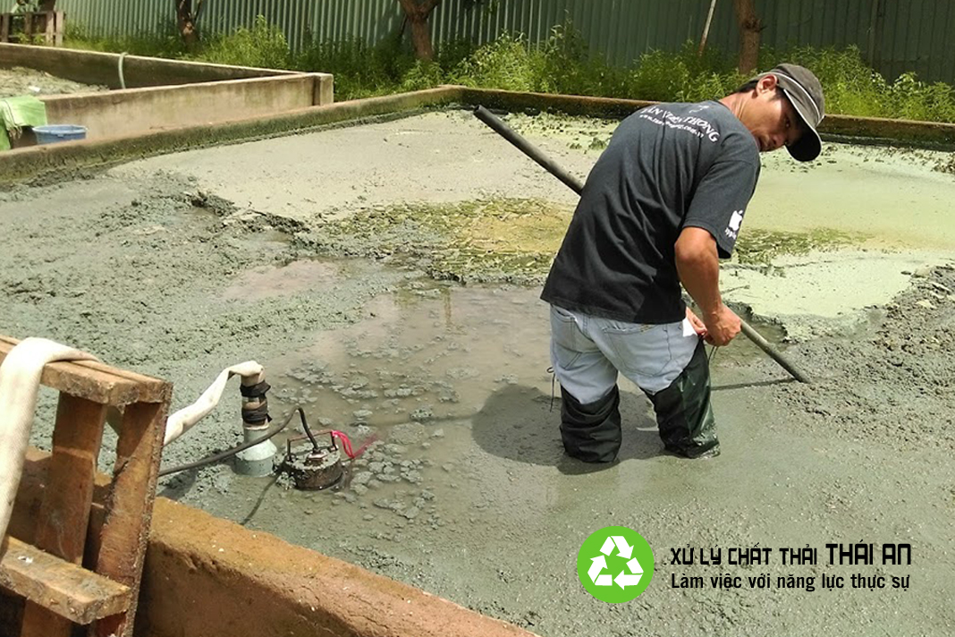 Bùn thải công nghiệp là gì?