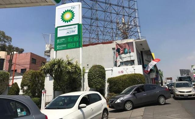 'Ni más barata', pero mexicanos hicieron fila para cargar en primera gasolinera extranjera