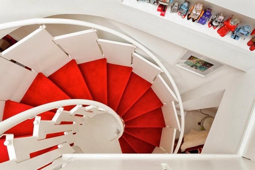Wesołe mieszkanie w stylu skandynawskim, wystrój wnętrz, wnętrza, urządzanie domu, dekoracje wnętrz, aranżacja wnętrz, inspiracje wnętrz,interior design , dom i wnętrze, aranżacja mieszkania, modne wnętrza, styl skandynawski, scandinavian style, styl nowoczesny, czerwone dodatki,