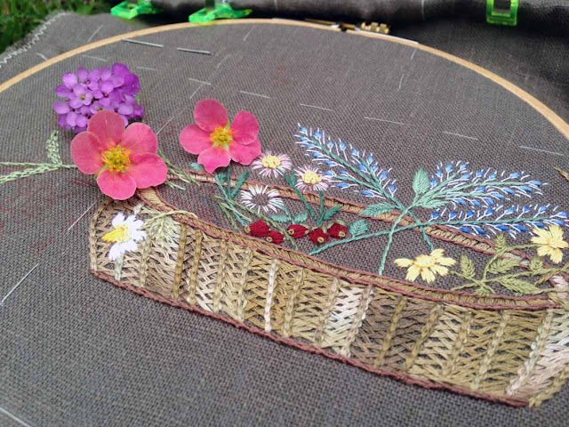 вышивка декоративными швами, процесс