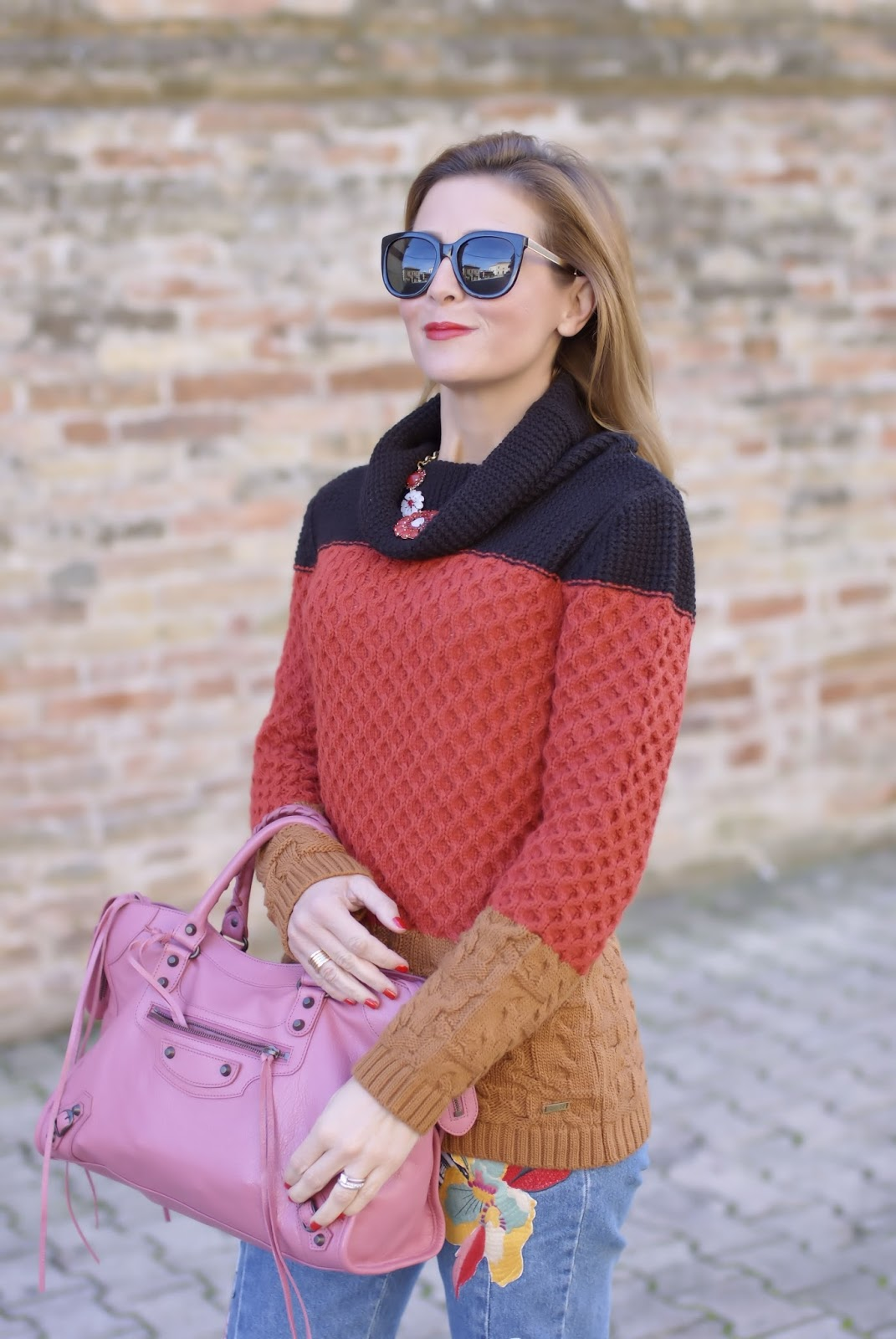 Winter Seventies Fashion with Smash! Gracian sweater and pink Balenciaga bag on Fashion and Cookies fashion blog, fashion blogger style