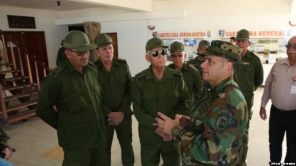 Diretor da CIA vê presença de cubanos na Venezuela como sendo uma ameaça  para os Estados Unidos eb79a315088