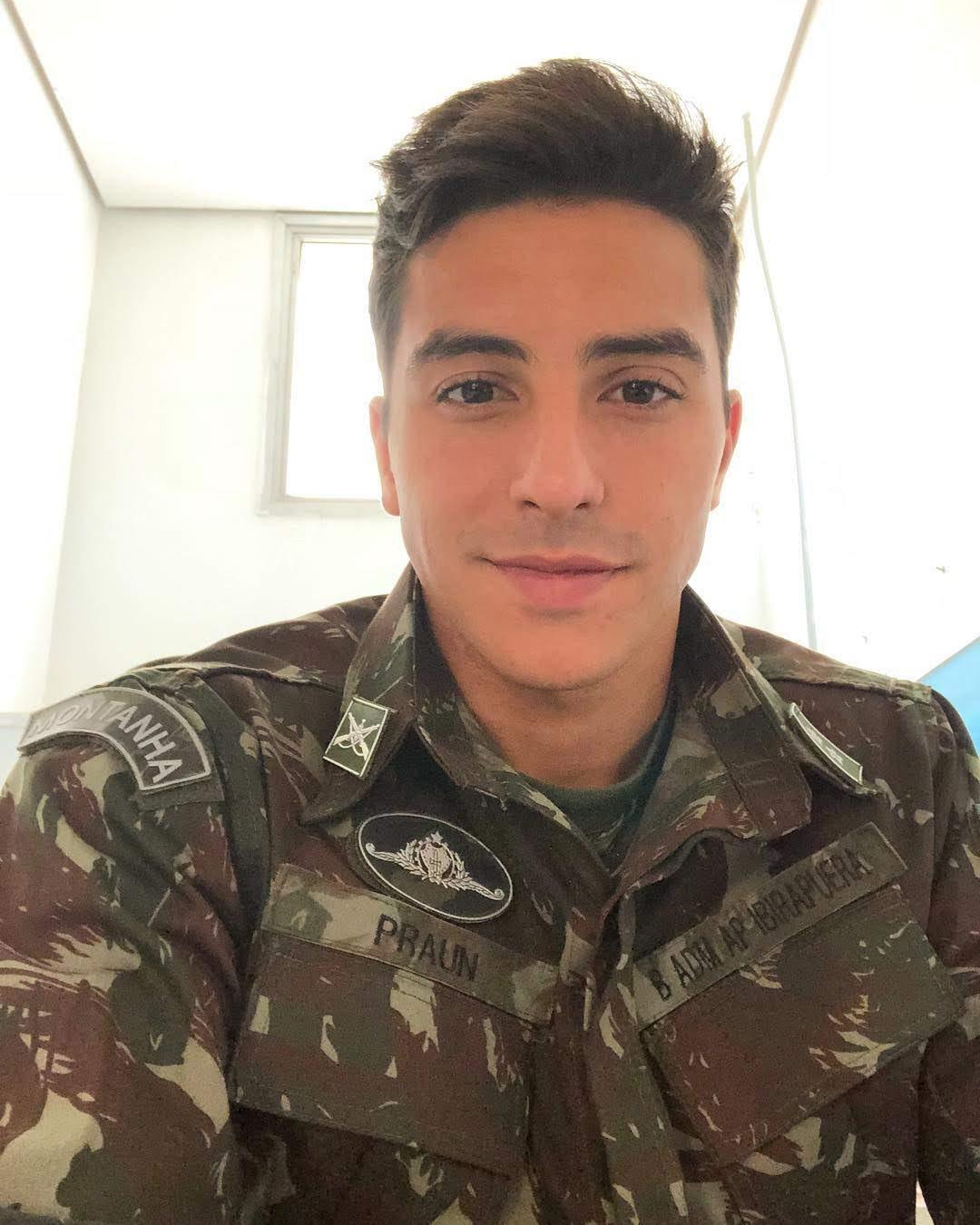 Além de modelo, Lucas Mantellat é 1º tenente do Exército e piloto privado de avião. Foto: Arquivo pessoal